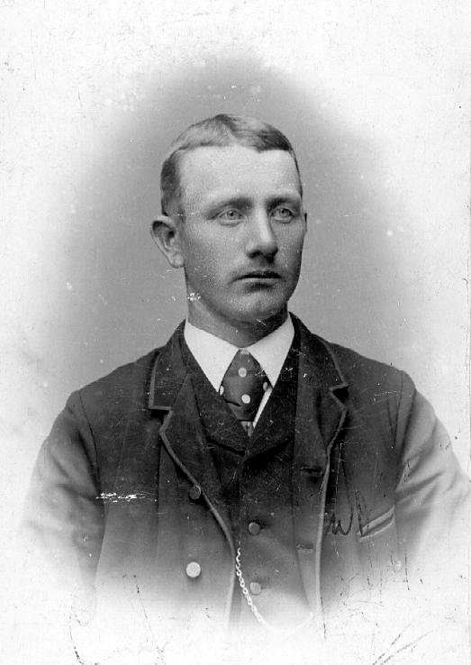 Alma Otterblad drev fotoateljé på Länsmansbostället i Vara. Firman etablerades 1891.