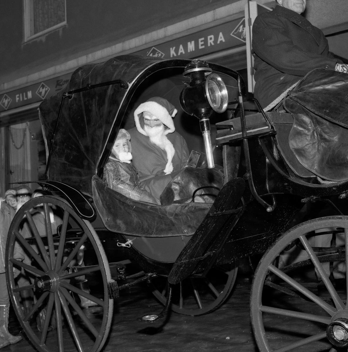 Opptog med hest og kjerre i julegata, Strømmen