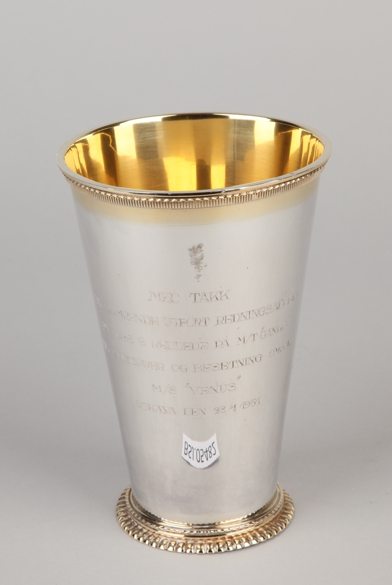 Pokal i sølvplett/nysølv med tekst.