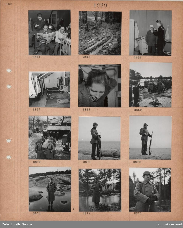 Motiv: Interiör logement, män i militära kläder, en man läser en dagstidning, en man röker pipa, lerig terräng, en man får huvudet bandagerat av en man i matroskläder, män ligger på madrasser på golvet, kläder och vapen hänger på krokar, huvud av en sovande man, en likkista placeras på en hästdragen vagn, män i militära kläder tittar på, män i uniformsrockar bär en likkista, män i matroskläder står i givakt, man i uniform med gevär står på en bergknaller vid havet, man i uniformsrock står på isen vid en bergig strand, man i uniformsrock och hjälm håller ett gevär med bajonett.