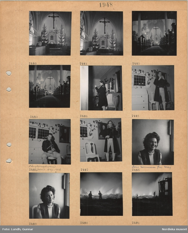 Motiv: Interiör kyrka, nattvardsgång, krucifix, två höga julgranar, två präster i skrud vid altaret, Långbersgården julen 1947–1948, en man i folkdräkt, Ture Gudmundsson, spelar på vallhorn, åhörare, man i folkdräkt spelar säckpipa, man i folkdräkt spelar fiol, porträttbild av kvinna, Lars Norrmans fru Maj, två män med vattenslang sprutar på ett brinnande hus.