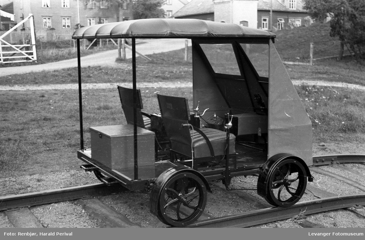 Smeden Chr. Holms motordrevne dresin, prototype.