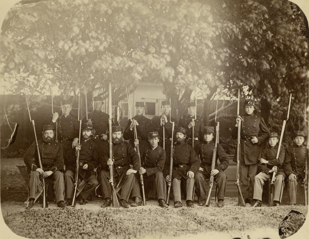 Grupporträtt av soldater vid Bohusläns regemente I 17.