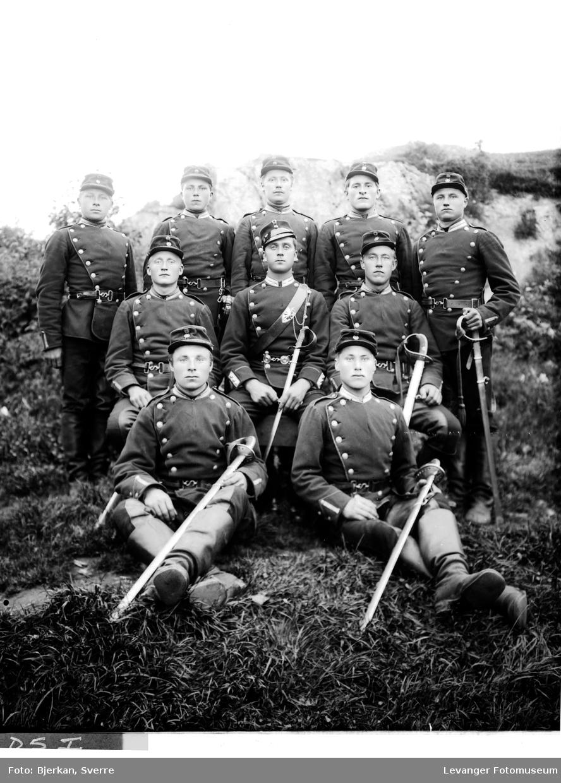 Gruppebilde militære