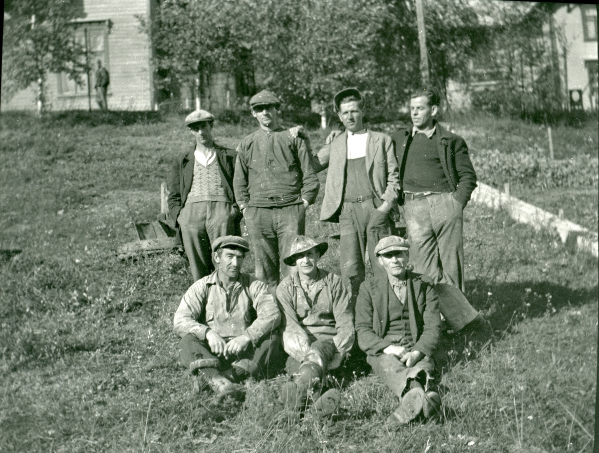 Arbeidere ved Storebrofoss Tresliperi.