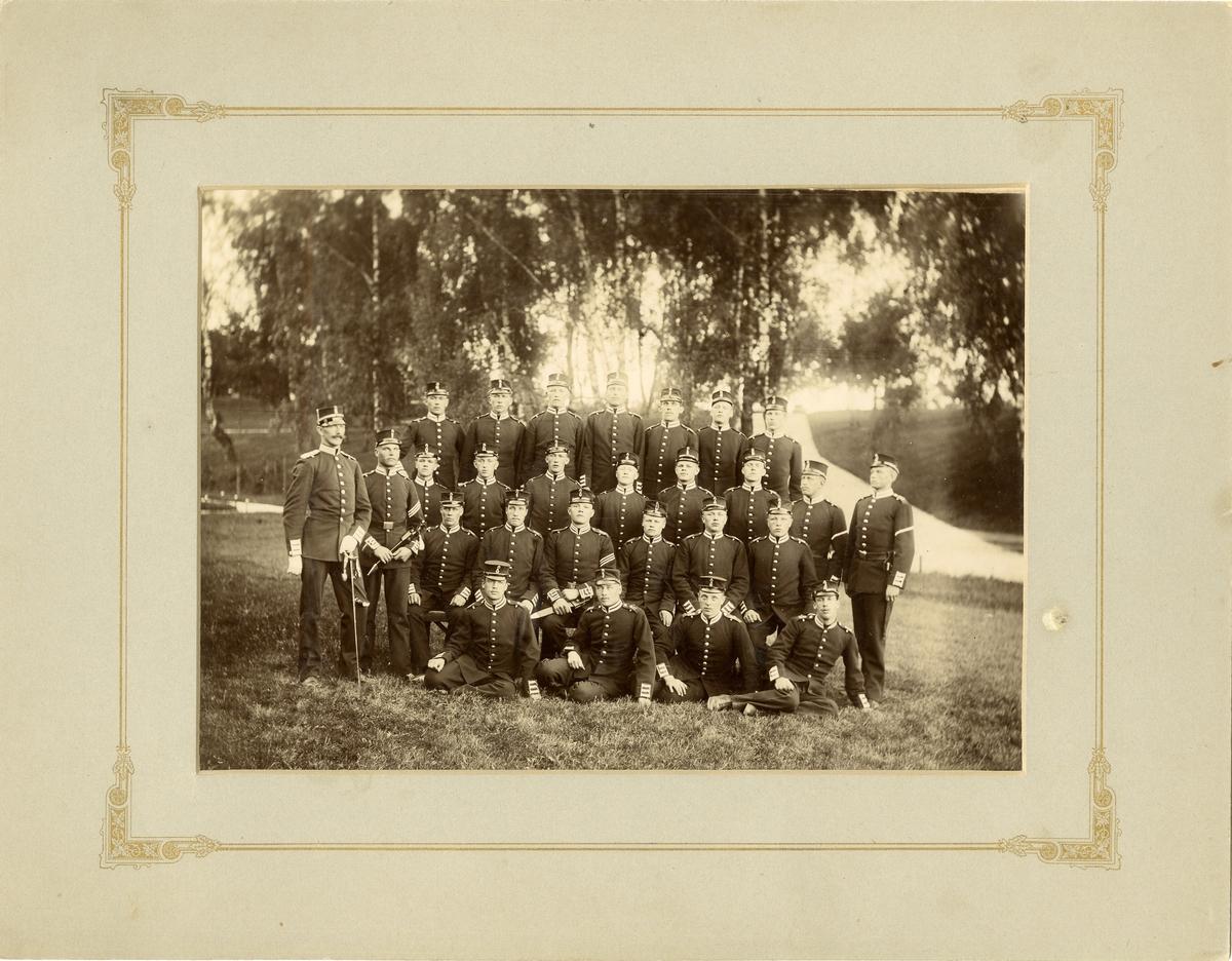 Grupporträtt av soldater vid Svea livgarde I 1.