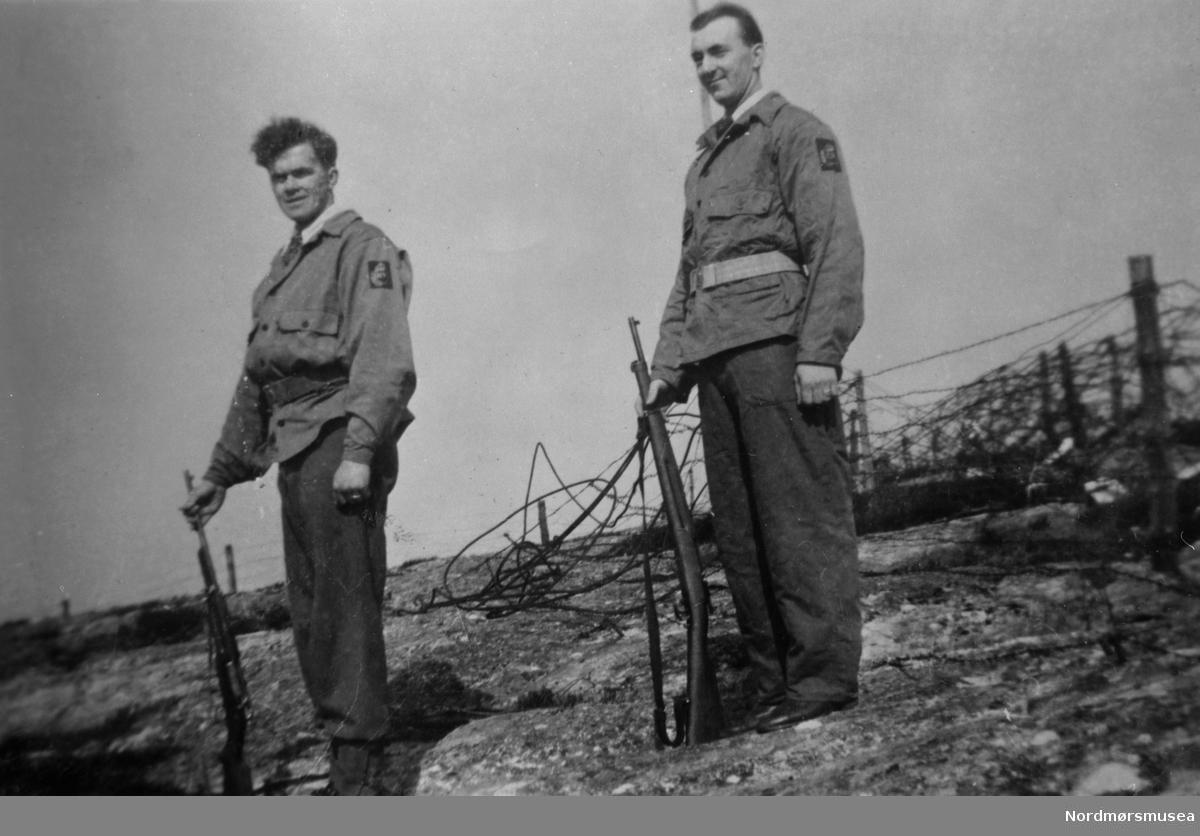 Heimevernet HV poserer stolt, 1945. Nordmøre museums fotosamling.