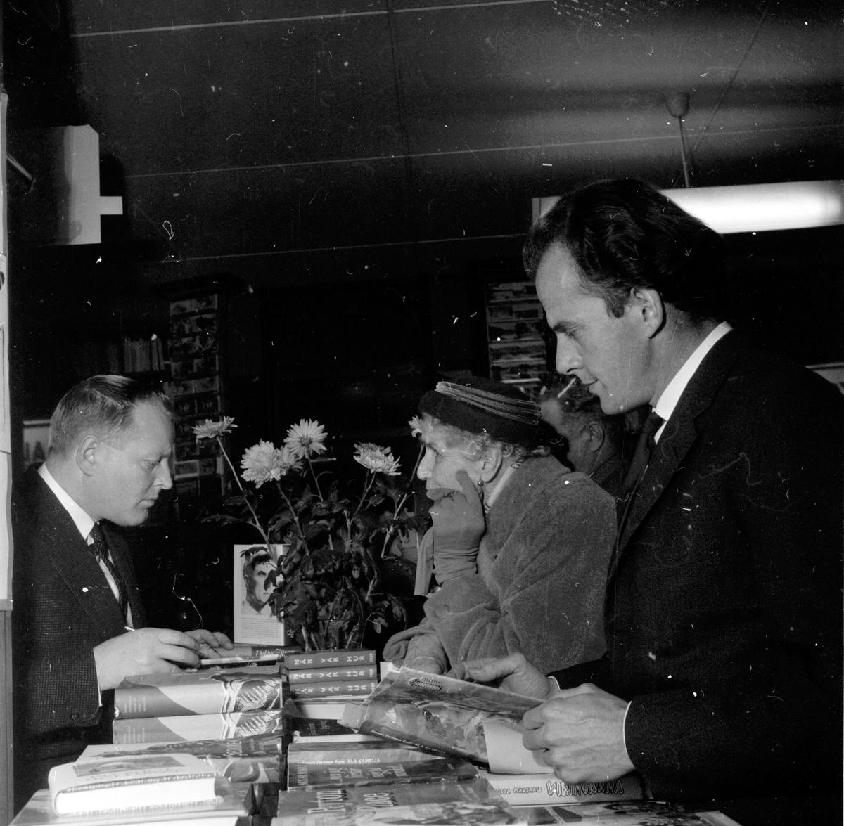Wassing Åke, författare, Karl Rune Nordkvist, Bokens dag i Bollnäs, 30 November 1958