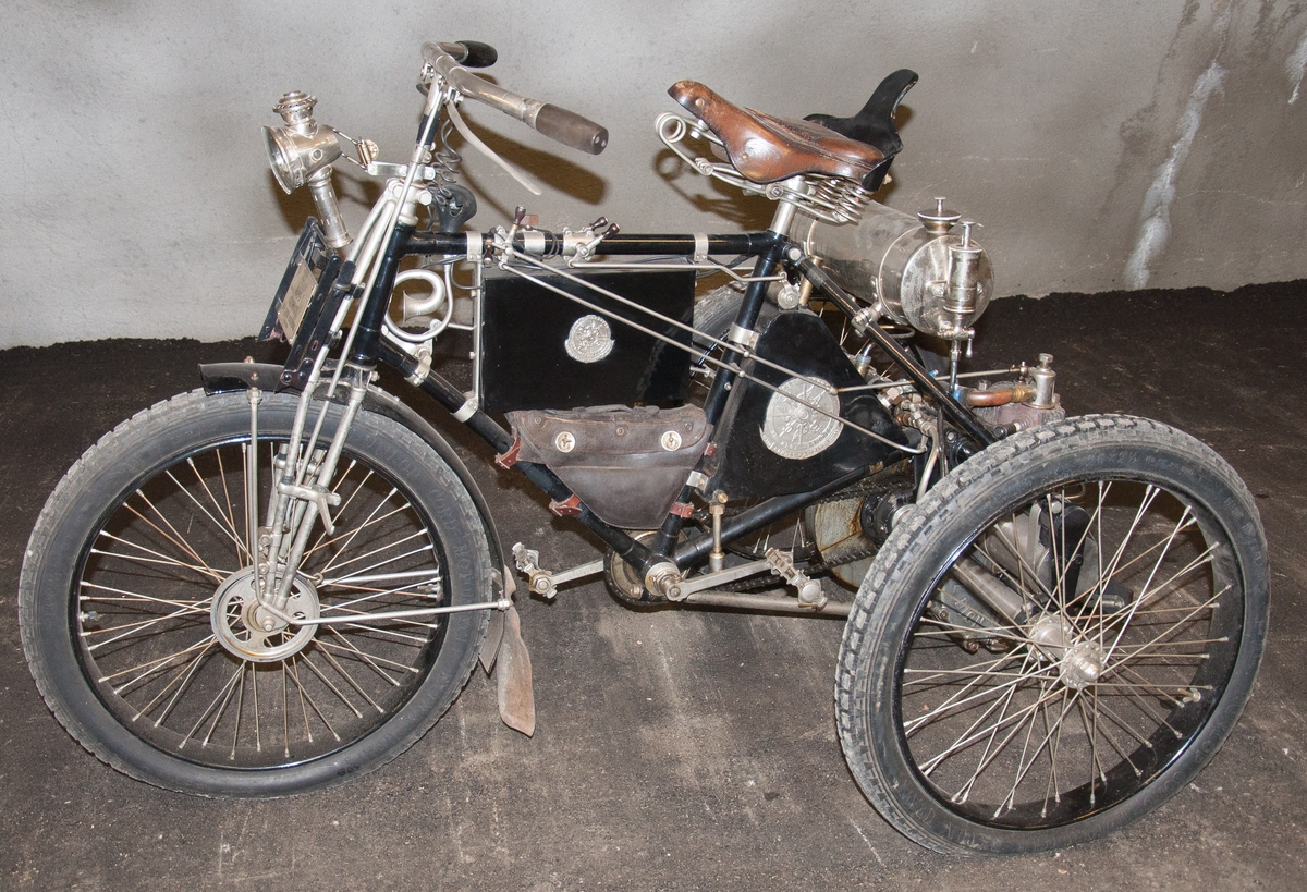 Trehjuligt fordon (motorcykel) fabrikat De Dion av typen Tricycle.