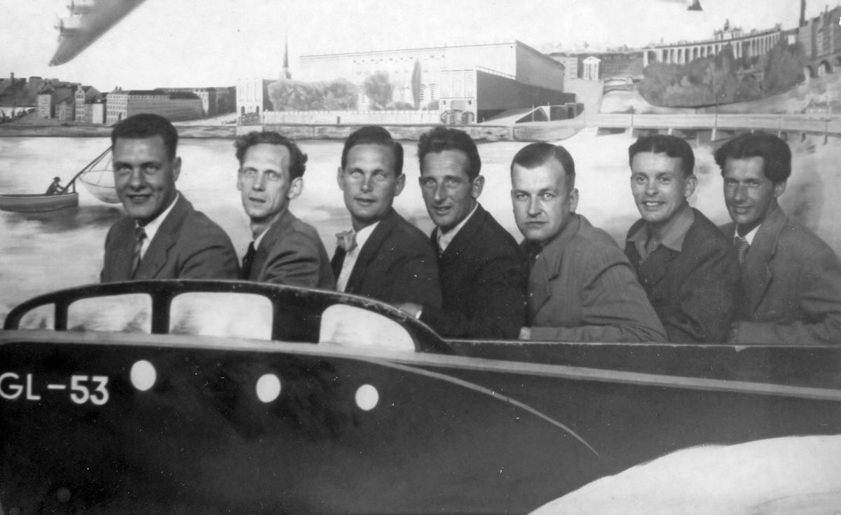 Mannen längst till höger Åke Nordin. Ett besök på Gröna Lund under vistelsen på Bosön Idrottshögskola.