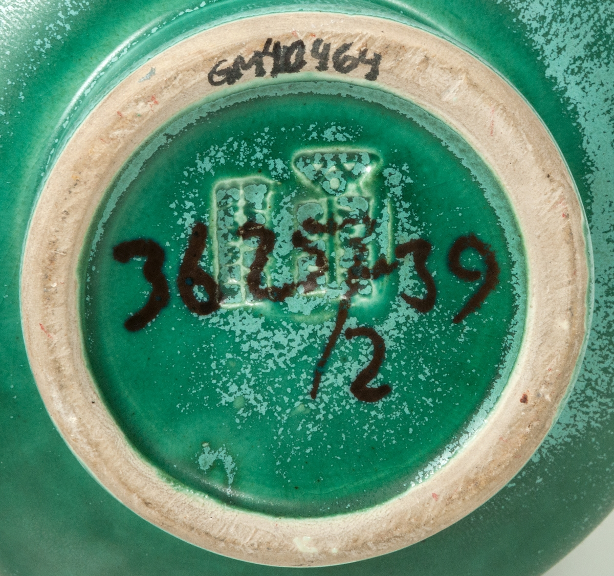 Vas, Bo Fajans, formgivare Gösta Boberg. Atomglasyr 39, havsgrön med ljusgrå patina. Modell: 3625/2 -39.