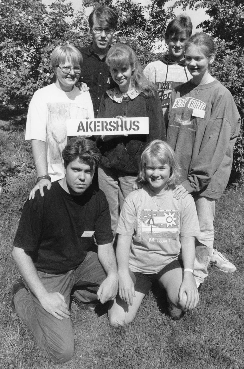 Gruppebilde av representanter fra Akershus på KrFU landsmøte. Øverst fra venstre: Elisabeth Angell, Gaute Godager, Thea Haavet, Jacob Fagerland og Solveig Husøy. Foran fra venstre: Anders Gåsland og Christine Ødegård.