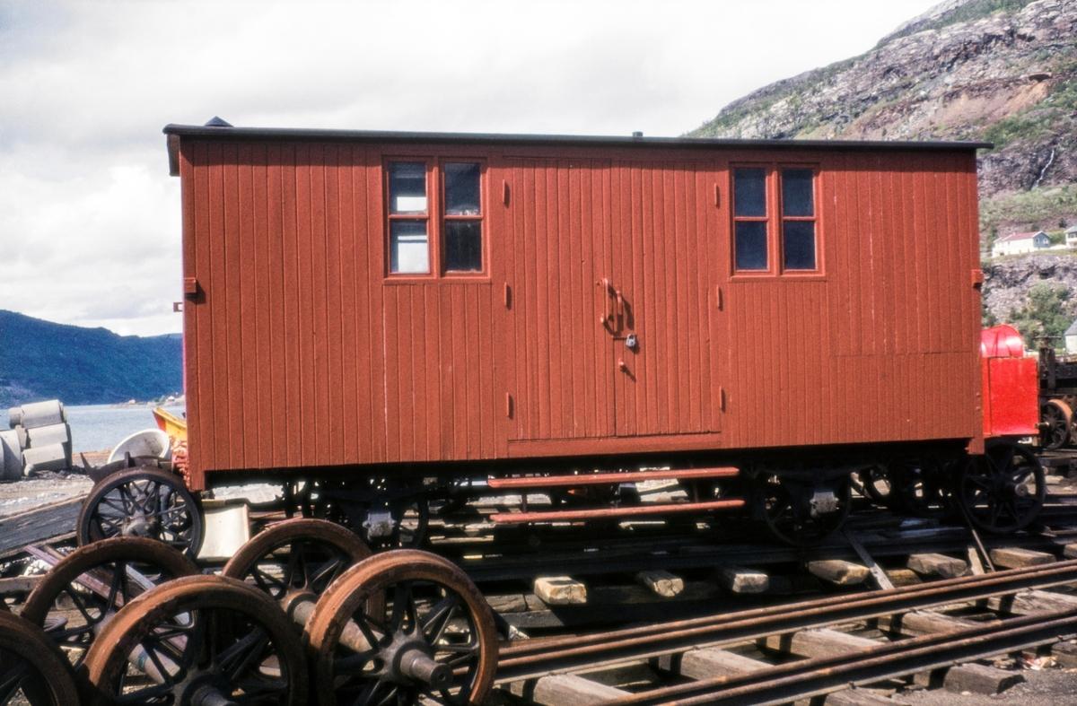 Arbeidsvogn / lukket godsvogn på Sulitjelmabanen.
