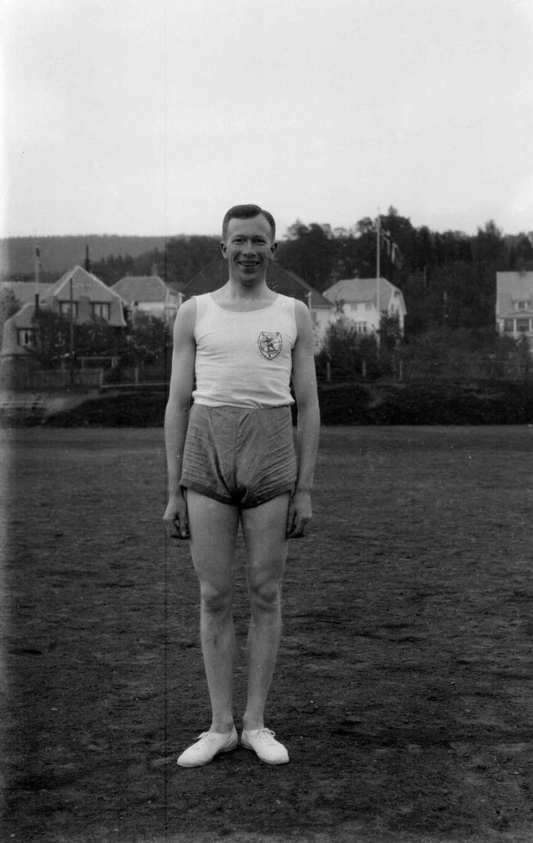 Norges beste mellomdistanseløper omkring 1930. Vinner av Egeberg`s ærespris.