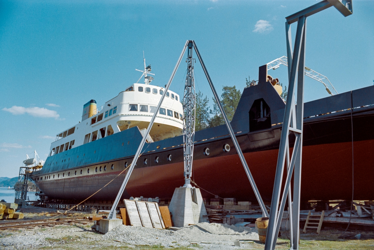 Norsk Hydros jernbaneferge MF Storegut i slippen på Tinnoset.