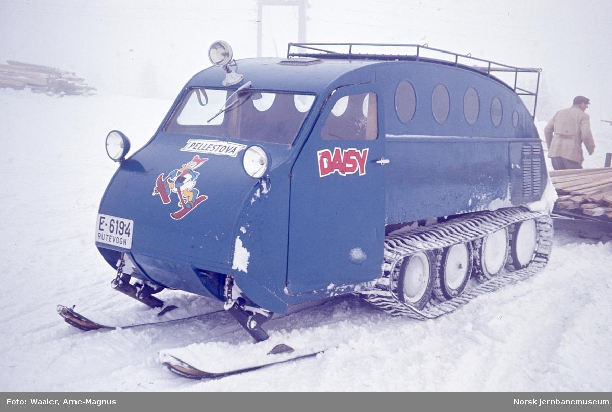 Snowmobil E-6194 tilhørende Pellestova, fotografert på Nordseter