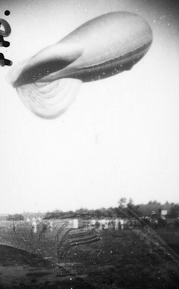 Fältballong m/1932 i luften.