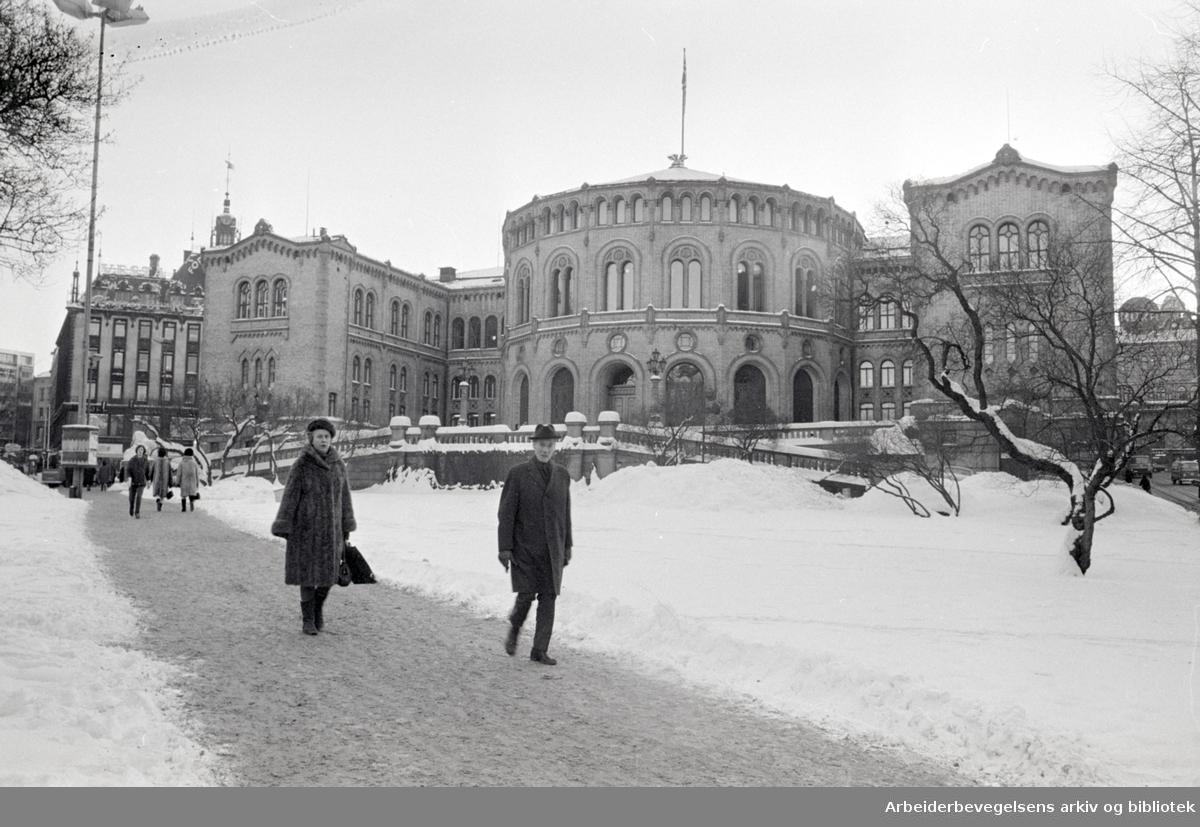 Stortinget. Eksteriør. Januar 1968
