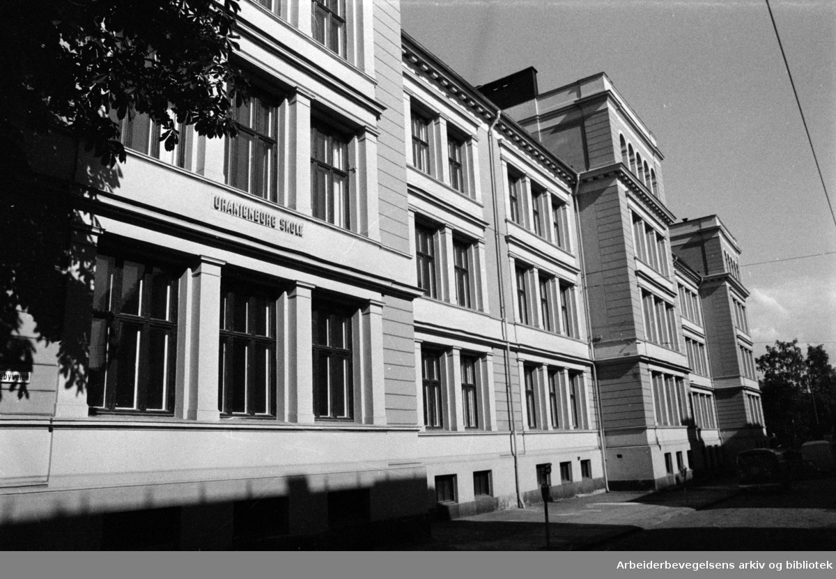 Uranienborg skole er nymalt. August 1973