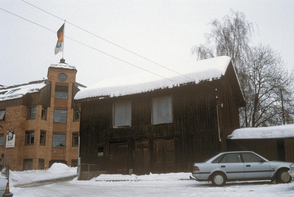 Lillehammer, sentrum, uthus i bakgården til G. C. Lundes eft. A/S, mot nord-øst og Bryggerikvartalet, nærbilde