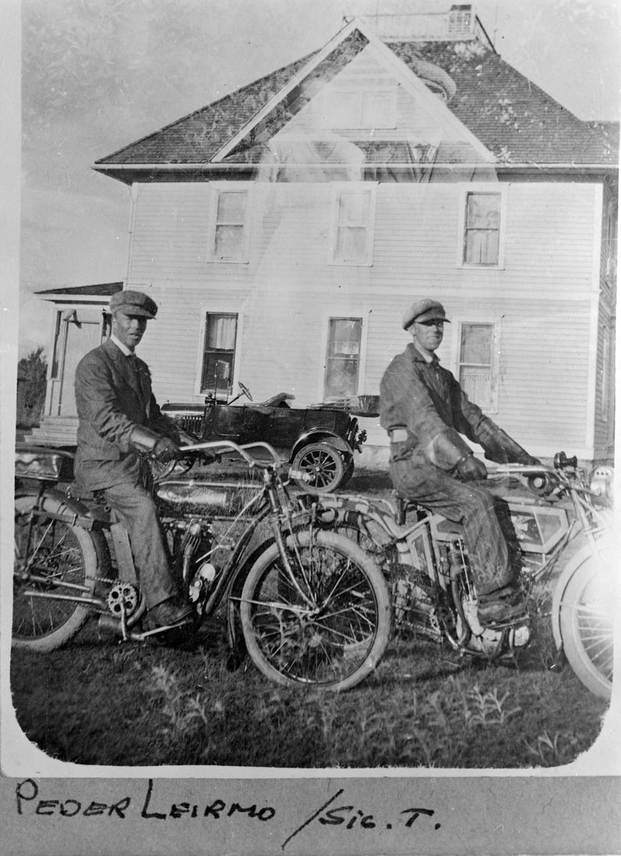 Brekkens hus i Pekin, Osago County,North Dakota. På motorsykkeltur. Peder Leirmo