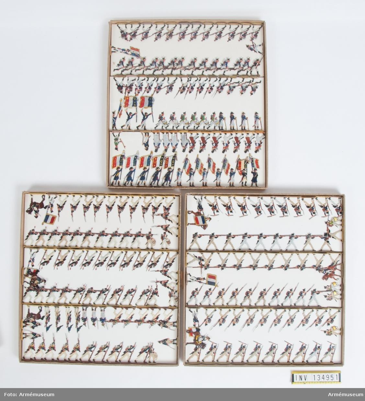 Infanteri från Frankrike från Napoleonkrigen. Tre lådor med figurer. Fabriksmålade.