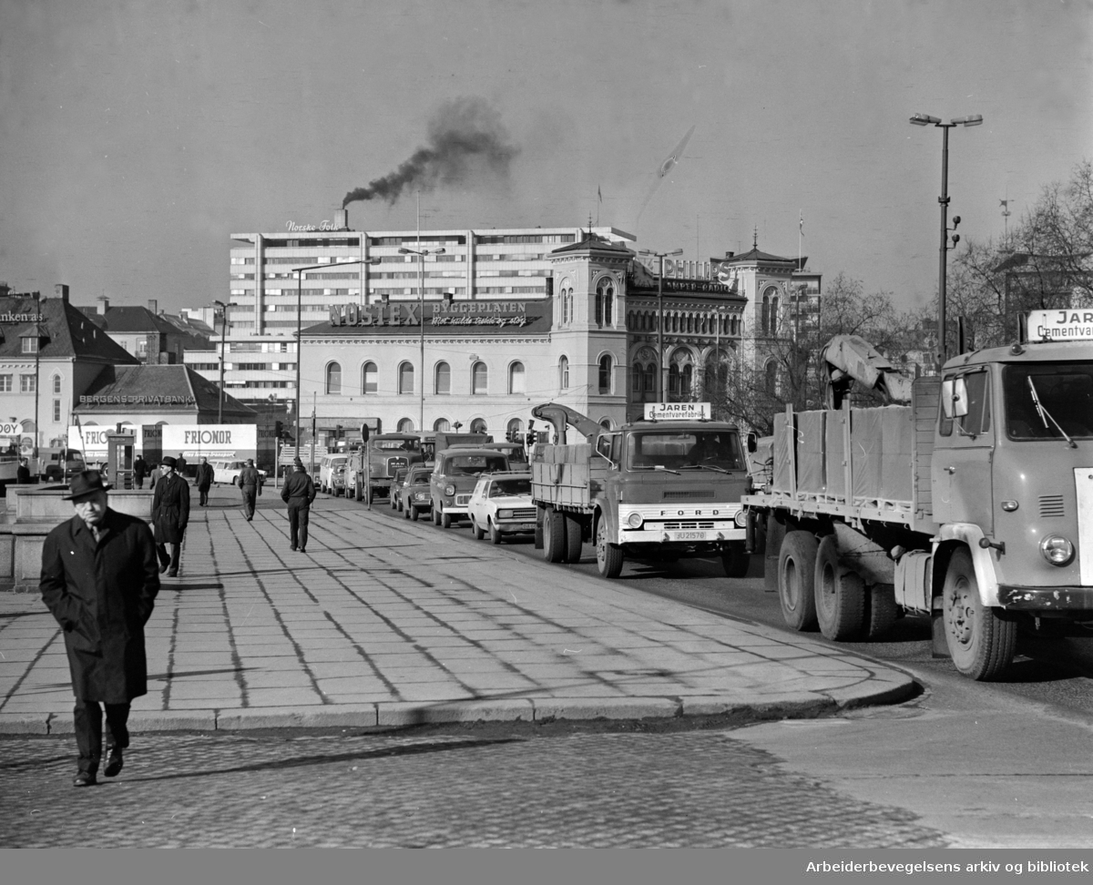 Vika. Ved Rådhuskaia. Mars 1975