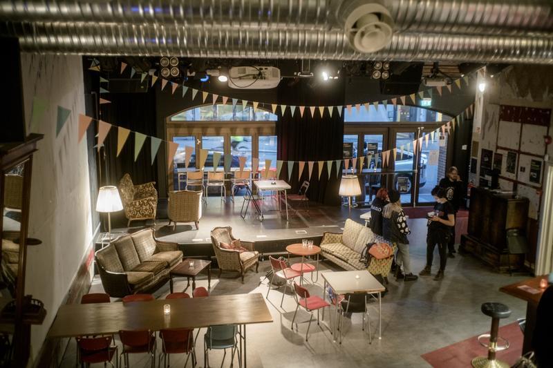 Sub-lokalet brukes til alt fra billig middagsservering til konserter og spillkvelder –i tillegg til gudstjenester. Foto: Rockheim/Marthe Amanda Vannebo. (Foto/Photo)