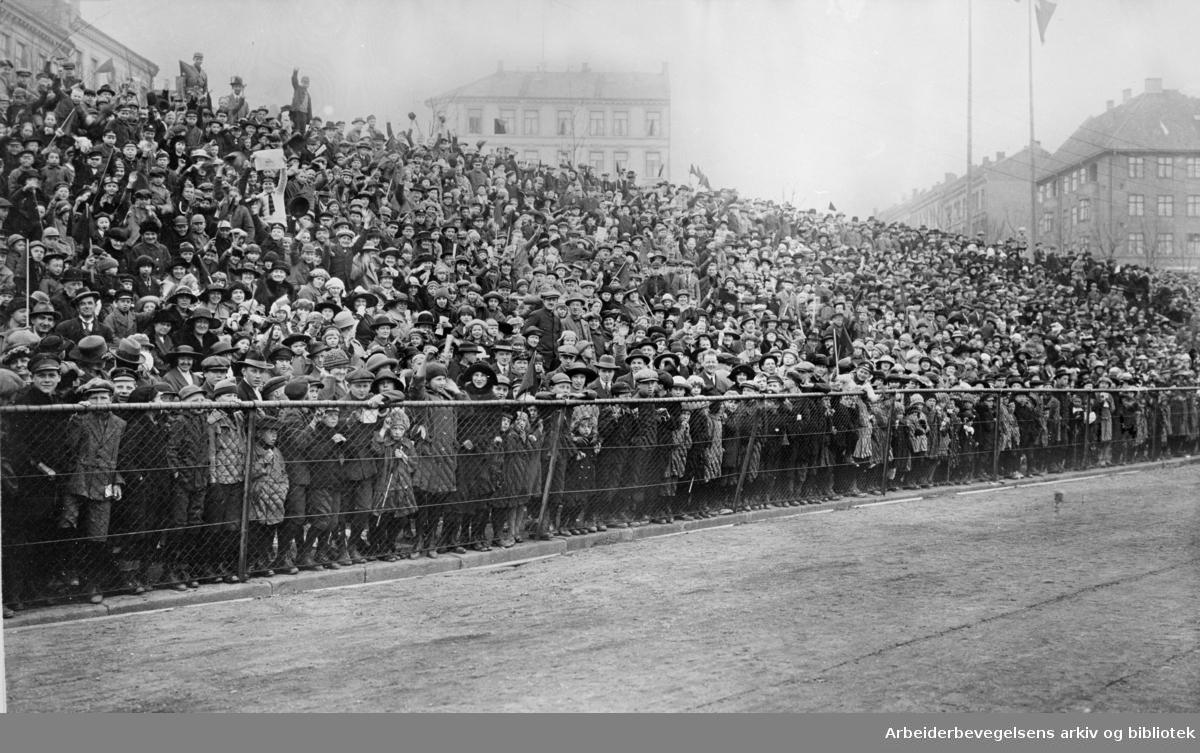 1. mai 1924 på Dæhlenengen stadion under barnestevnet.