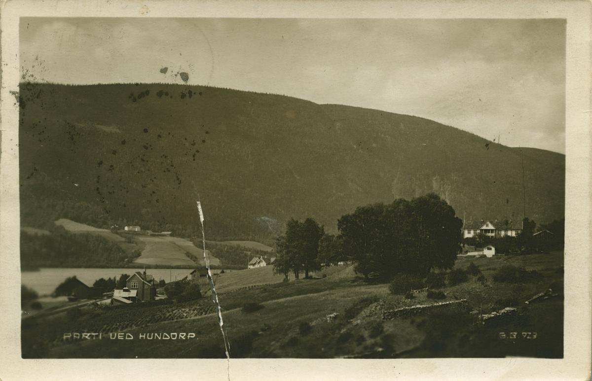 Postkort: Parti ved Hundorp med stasjonen med Hundorp nedre gård
