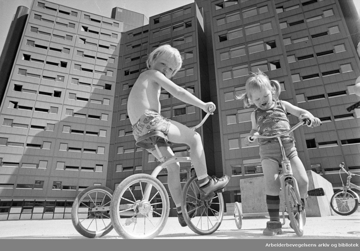 Yrkesskolens hybelbygg på Ankerløkka. Juni 1976