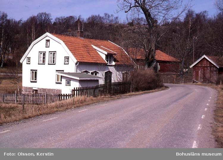 """Text på kortet: """"Sörtorp vid Vrångebäck. Bro sn. April 1987""""."""