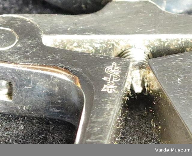 """Aesculap kirugiske """"munngag"""" Gjenstanden har en stor skrue at åpner eller lukkes mekanisme og er stemplet med tallene 407 eller 4.07 på innsiden"""