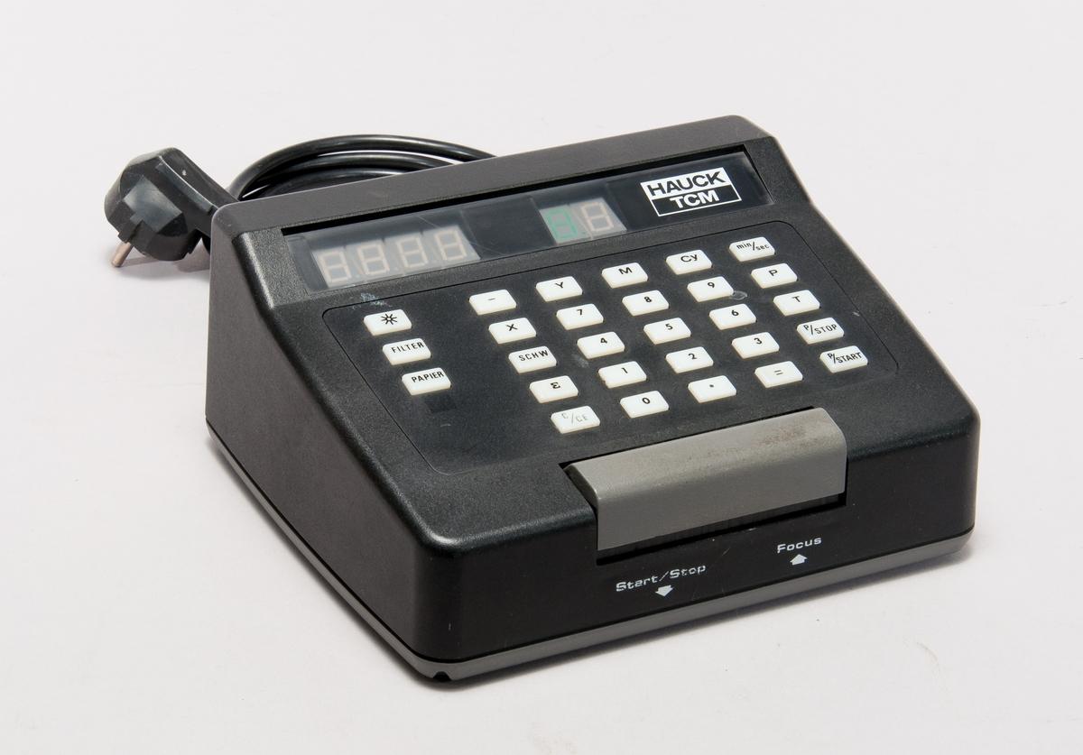 Tidur Hauck TCM 85 för användning med förstoringsapparat. Elektrisk timer med LED-display, inställningar för filter/papper samt färgfilterring. För anslutning till 230 V uttag, med två utgångar; Exponeringsljus samt mörkrumsbelysning.