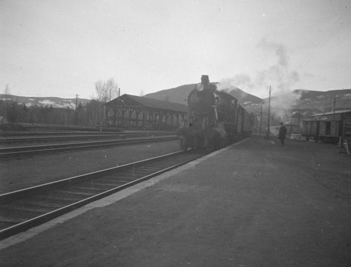 Damplokomotiv type 30B på Lillehammer stasjon.