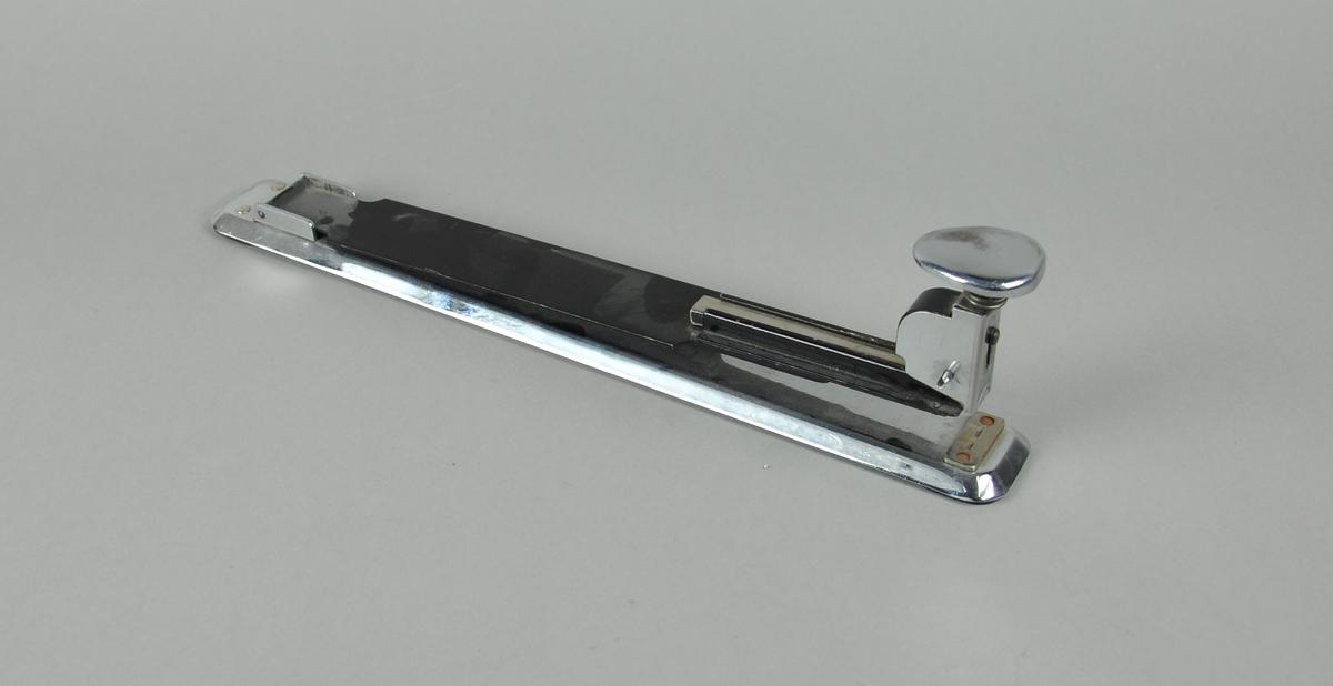 Stiftemaskin av stål.
