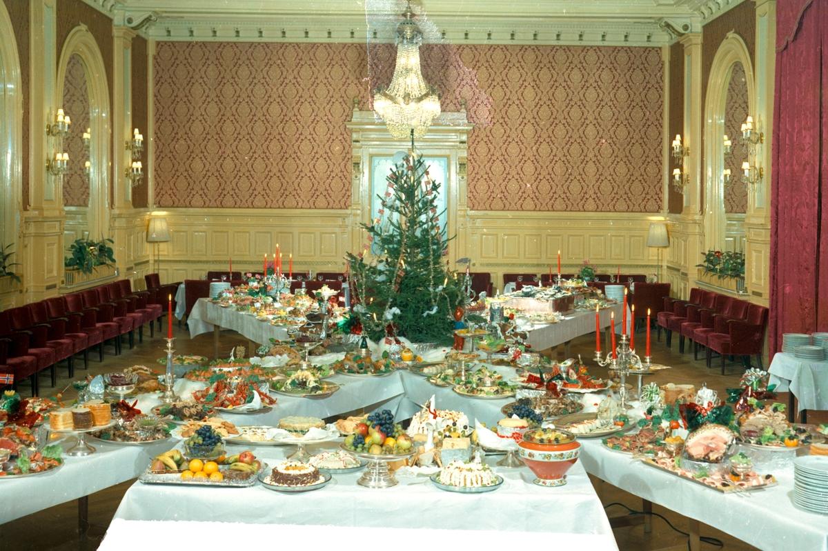 Julebord i Speilsalen i Britannia Hotell