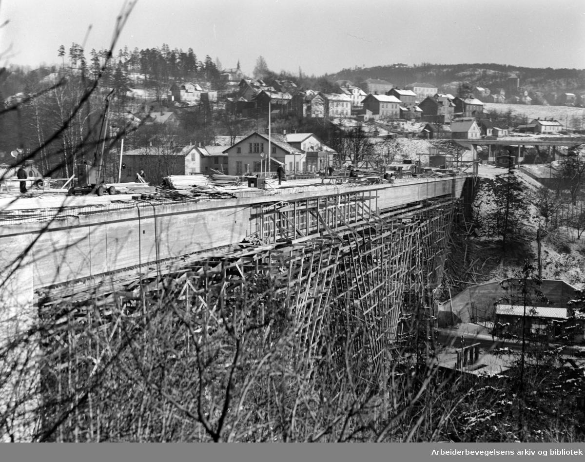 Nydalen: Storbrua under arbeid. November 1954