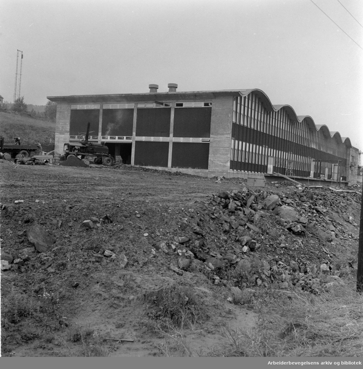 Nydalen: Sønnichsens fabrikkbygg. Juli 1957