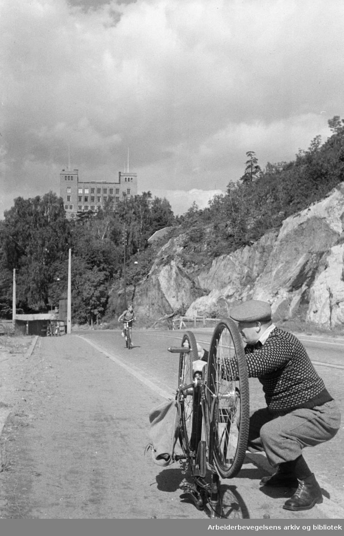 Mosseveien med Sjømannsskolen i bakgrunnen. August 1948