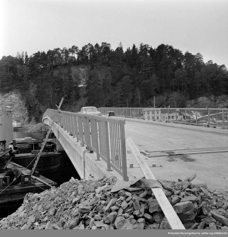 Malmøya. Bru over Malmøysundet. April 1965