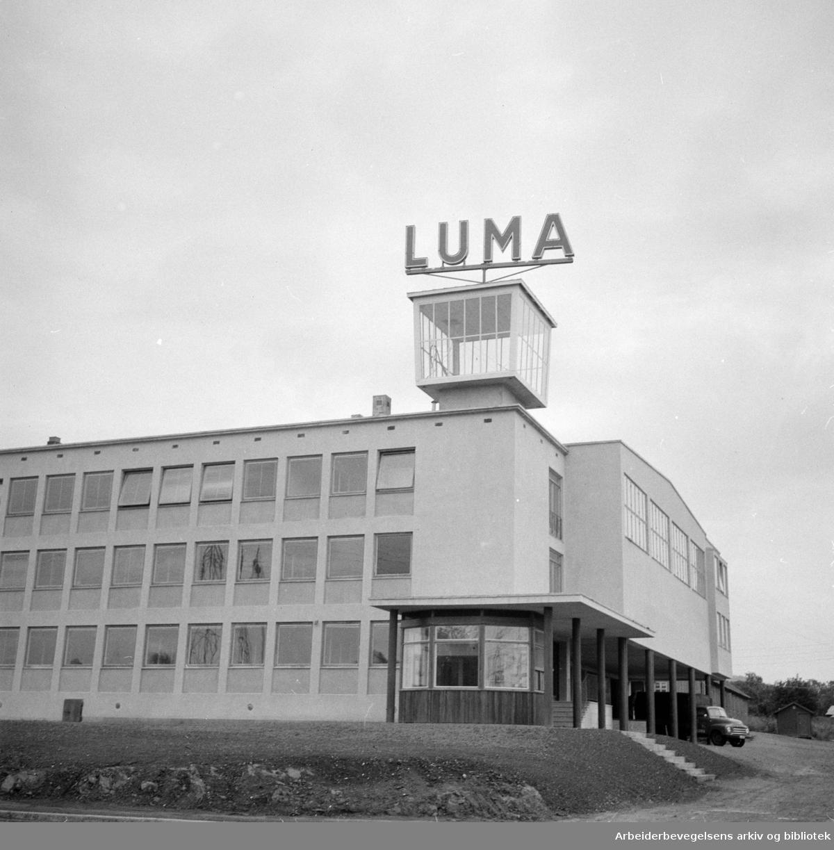 Luma Glødelampefabrikk flytter inn i nye lokaler. April 1956
