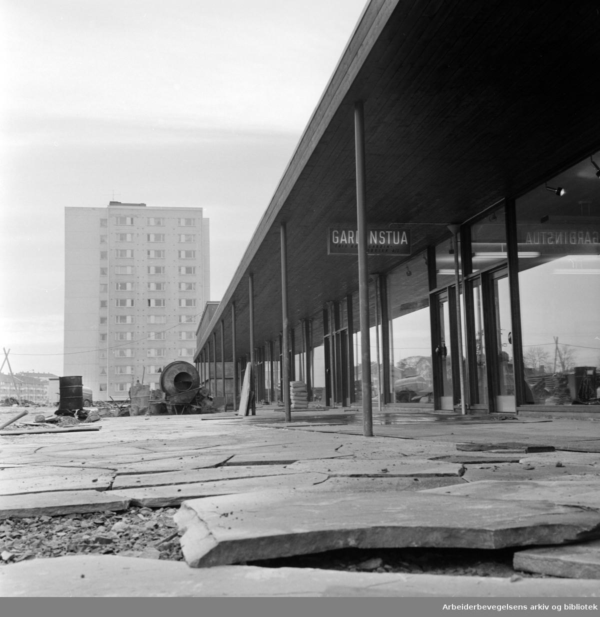 """Lambertseter. Butikksenter: """"Senter 2"""" åpner. November 1964"""