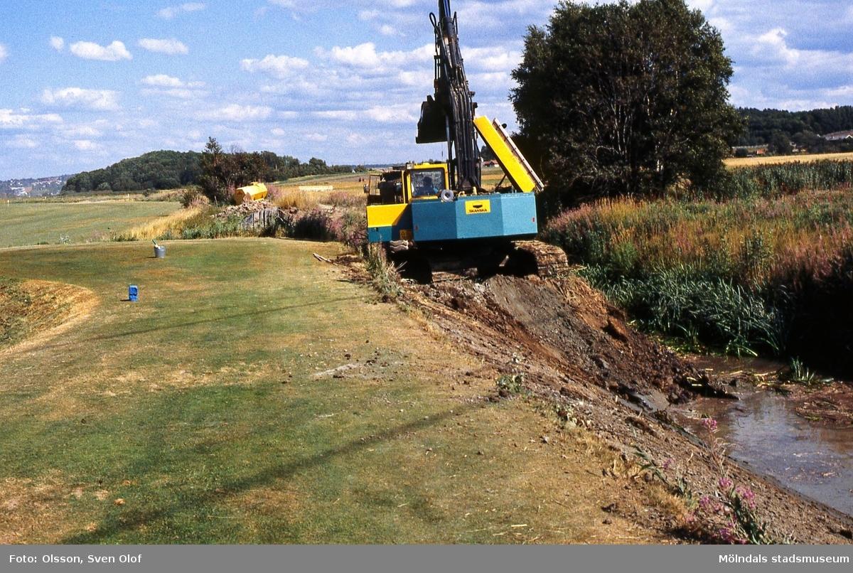 Stora ån breddas vid golfbanan i Eklanda, Mölndal, i augusti 1994.
