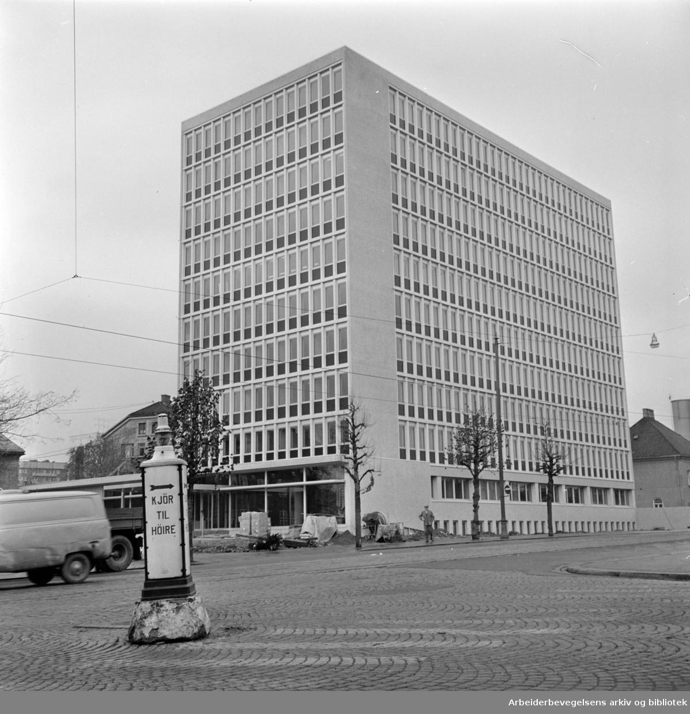 DE-NO-FA- Lilleborg / Torshov: Høybygg med helikopterplass og eget parkeringshus. November 1966
