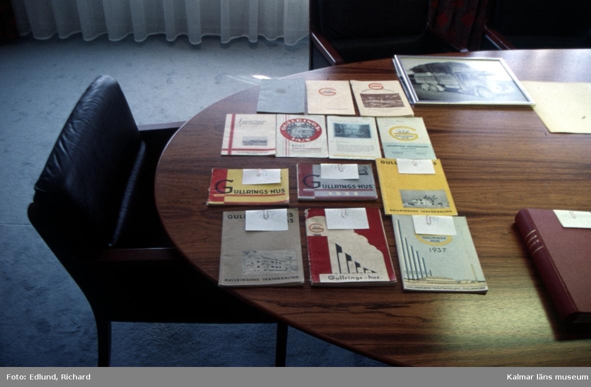Produktkataloger i Gullringshus kontor i Gullringen.