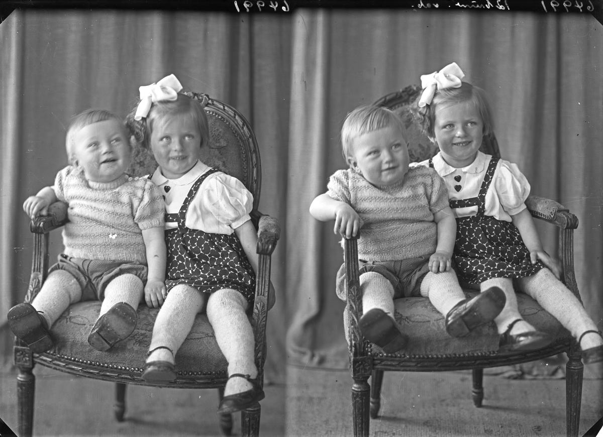 Familiegruppe på to. Liten pike og yngre gutt. Bestilt av Fru Solveig Ingebrigtsen.