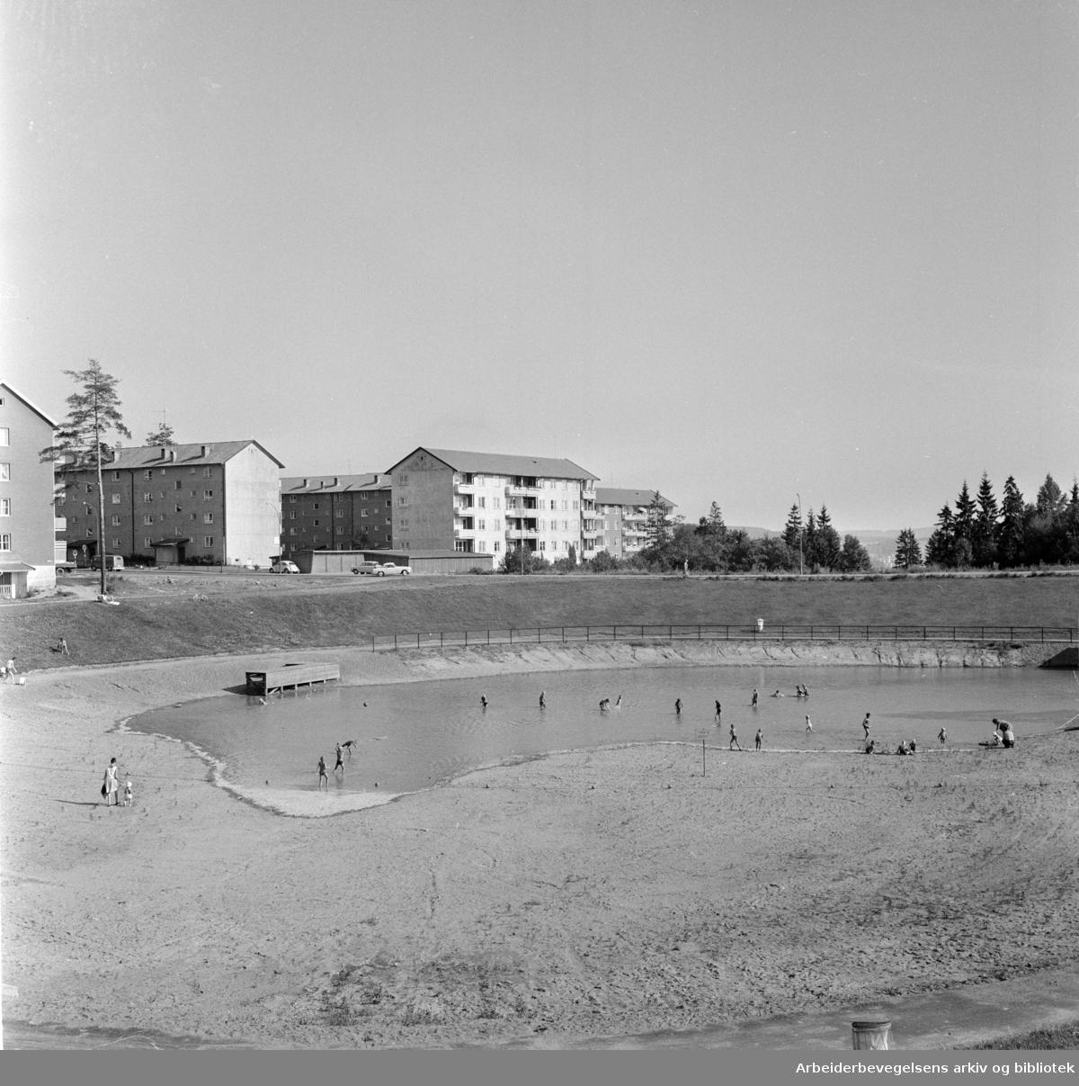 Årvoll. Årvolldammen er tatt i bruk som badedam. Juli 1966