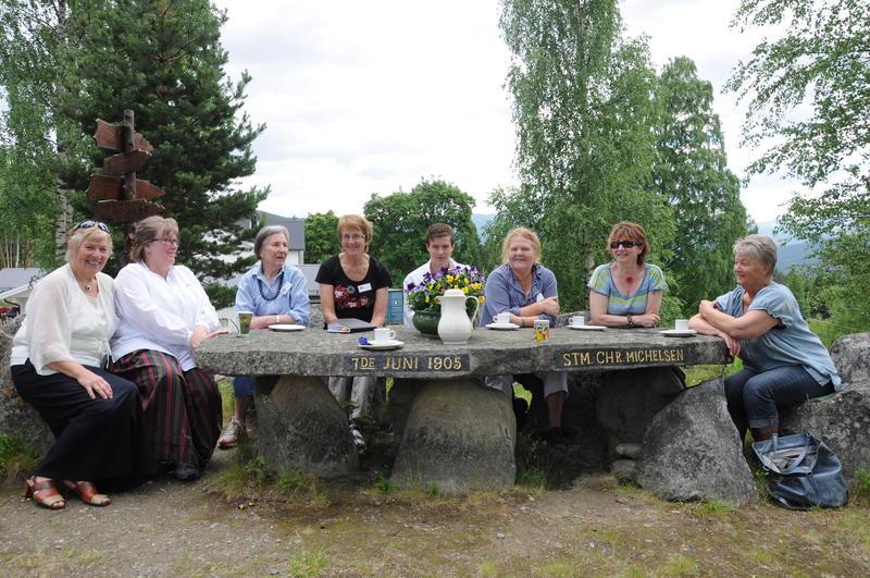 Bautahaugen er ein sosial møtestad. Foto: Anne Marit Noraker.