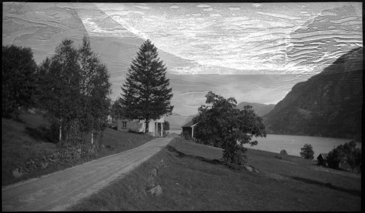Landskapsbilder fra motorsykkeltur fra Bjerkreim til Flekkefjord og så til Stavanger. Det er bilder av fjordlandskap og kulturlandskap.